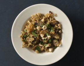 Cebola Caramelizada Com Cogumelos & Quinoa