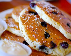 Blueberry_pancakes_(3)