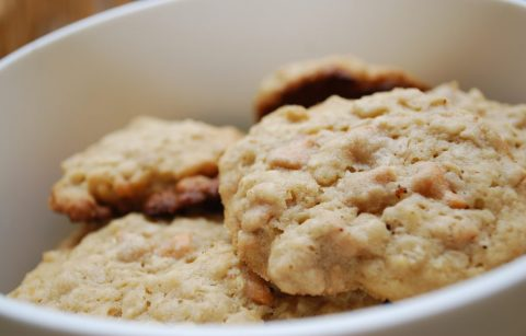 Oatmeal_cookies_with_peanut_butter_and_butterscotch_chips