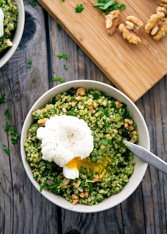 quinoa-pesto-ovos-escalfados