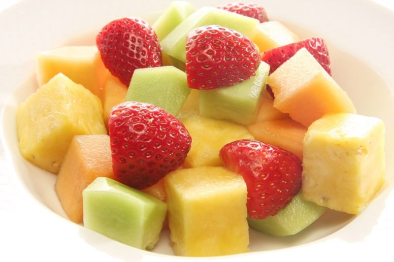 canteloupe-pineapple-and-strawberry-salad-800x532